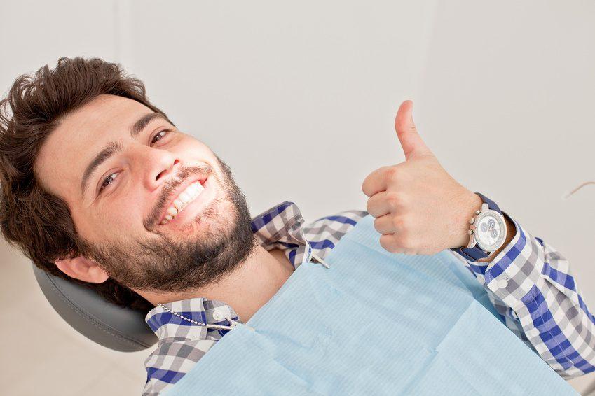 Patient ist zufrieden mit dem Dentallabor